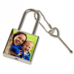 Cadenas LOVE personnalisé en forme carré vendu avec sa clé